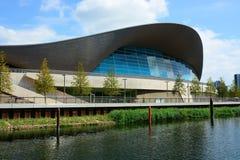 Edificio moderno de la piscina Foto de archivo libre de regalías