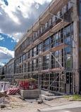 Edificio moderno debajo del constructrion Foto de archivo