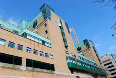 Edificio moderno del hospital Imágenes de archivo libres de regalías