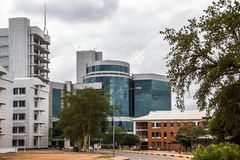 Edificio moderno del vidrio plano en el distrito financiero central, Gaboro foto de archivo libre de regalías