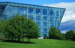 Edificio moderno del vidrio y del acero Fotos de archivo libres de regalías