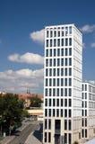 Edificio moderno en ciudad Foto de archivo