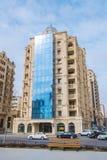 Edificio moderno en la calle de Fizuli Foto de archivo