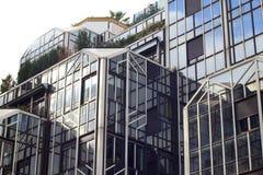 Edificio moderno en París, Francia Imagen de archivo libre de regalías