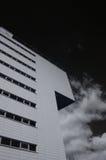 Edificio moderno. Foto infrarrojo Imagen de archivo libre de regalías