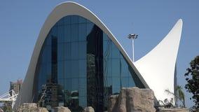 Edificio o museo moderno de mirada futurista almacen de video