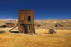 Edificio occidental abandonado y torcido Fotografía de archivo libre de regalías