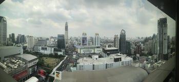 Edificio panorámico Pratunam Bangkok Tailandia foto de archivo