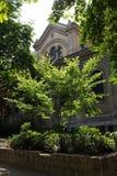 Edificio parisiense típico Fotos de archivo libres de regalías
