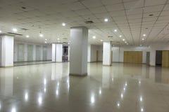 Edificio per uffici all'interno Immagini Stock Libere da Diritti