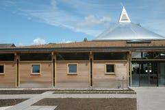 Edificio per uffici amichevole di Eco Immagini Stock Libere da Diritti