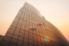 Edificio per uffici con la riflessione del tramonto Fotografia Stock Libera da Diritti