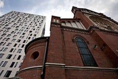 Edificio per uffici e della chiesa Immagine Stock