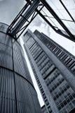 Edificio per uffici e silo Immagini Stock