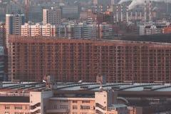 Edificio per uffici enorme o residenziale in costruzione Fotografia Stock Libera da Diritti