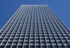 Edificio per uffici grigio Fotografie Stock