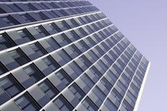 Edificio per uffici moderno con il rivestimento di glas Immagini Stock
