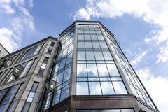 Edificio per uffici moderno del marmo e di vetro Immagini Stock Libere da Diritti