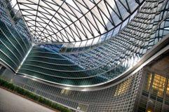 Edificio per uffici moderno a Milano fotografie stock
