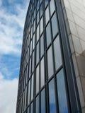 Edificio per uffici nel distretto aziendale Immagini Stock Libere da Diritti