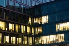 Edificio per uffici nella notte Fotografia Stock Libera da Diritti