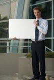 Edificio per uffici serio del segno dello spazio in bianco dell'uomo di affari Fotografia Stock Libera da Diritti