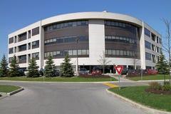 Edificio per uffici suburbano Immagini Stock Libere da Diritti