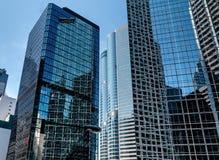 Edificio per uffici sul cielo blu Fotografia Stock