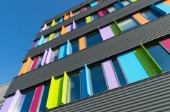 Edificio per uffici variopinto Immagini Stock Libere da Diritti