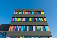 Edificio per uffici variopinto Fotografie Stock