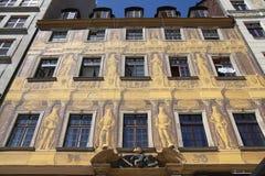 Edificio polaco pintado histórico en Wroclaw, Polonia fotos de archivo
