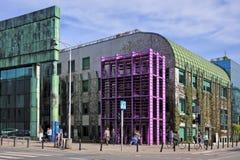 Edificio principal de la biblioteca de universidad de Varsovia, Polonia - de Varsovia en foto de archivo