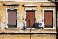 Edificio que desmenuza viejo Fotografía de archivo