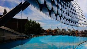 Edificio reflexivo moderno fotografía de archivo libre de regalías