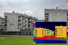 Edificio residencial con la imagen infrarroja del thermovision Fotografía de archivo libre de regalías