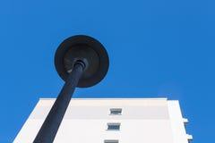 Edificio residencial con la linterna Imagen de archivo