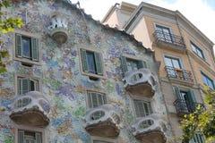 Edificio residencial con los balcones tallados Baselone Foto de archivo