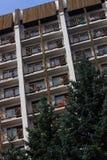 Edificio residencial de varios pisos foto de archivo