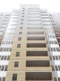 Edificio residencial de varios pisos Fotos de archivo libres de regalías