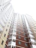 Edificio residencial de varios pisos Foto de archivo libre de regalías