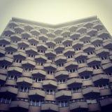 Edificio residencial del bloque de la era comunista Imagen de archivo libre de regalías