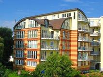 Edificio residencial moderno imagen de archivo