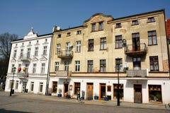 Edificio residencial que fecha a partir de 1914 en la calle de Tumska en Gniezno, Polonia Fotografía de archivo