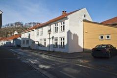 Edificio residencial viejo en Halden. imagenes de archivo