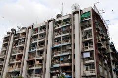 Edificio residenziale, è congestione della residenza sul fondo del cielo immagini stock