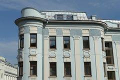 Edificio residenziale di quattro piani 1911, affrontante alle facciate a Malaya Dmitrovka ed al vicolo di Bolshoy Putinkovsky a M fotografia stock