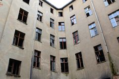 Edificio residenziale libero ed abbandonato Fotografia Stock