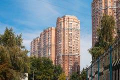 Edificio residenziale moderno tipico a Kiev Fotografia Stock Libera da Diritti