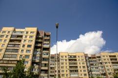 Edificio residenziale multipiano di Windows Fotografia Stock Libera da Diritti