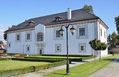 Edificio restaurado del renacimiento - palacio de la boda. Imagen de archivo